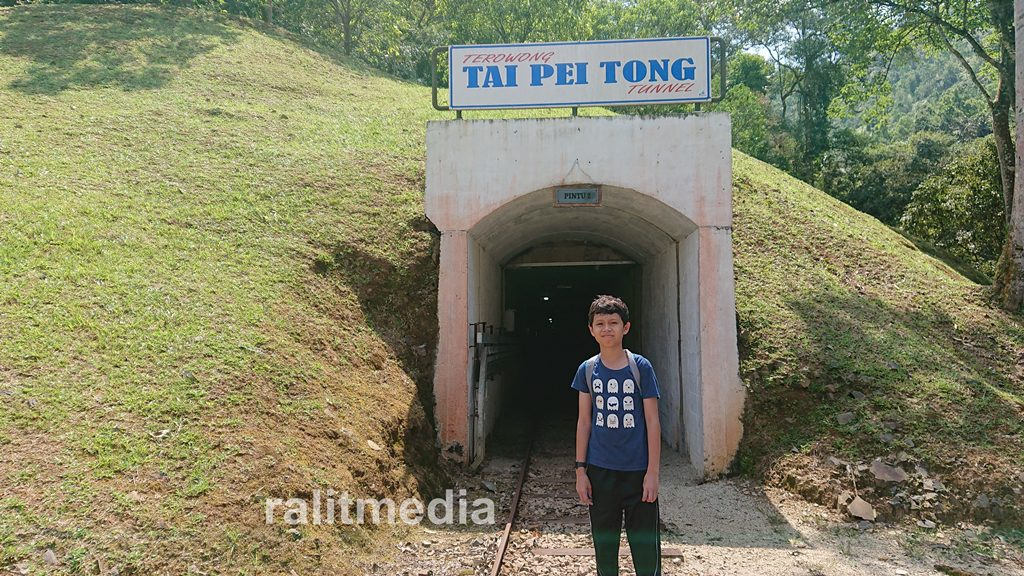 Terokai terowong bijih timah di Sungai Lembing bersama anak-anak